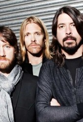 Foo Fighters cover Alice Cooper, Stones, Van Halen, Queen & Bowie!