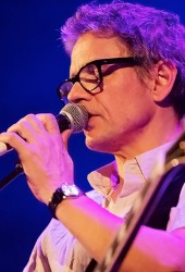 Galaxie 500's Dean Wareham performs Joy Division and New Order's 'Ceremony'.