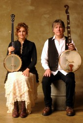Béla Fleck and Abigail Washburn Deliver Costumed Banjo Duet on