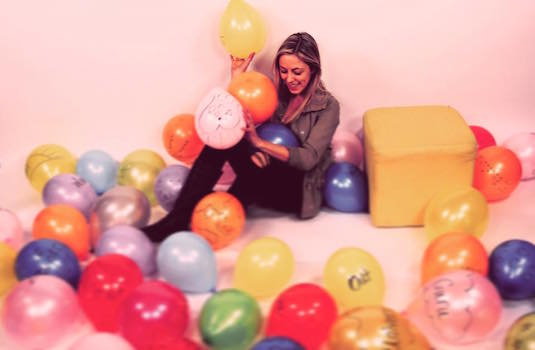 "Candace Leca Sings ""Across The Universe"" With 100 Balloons"