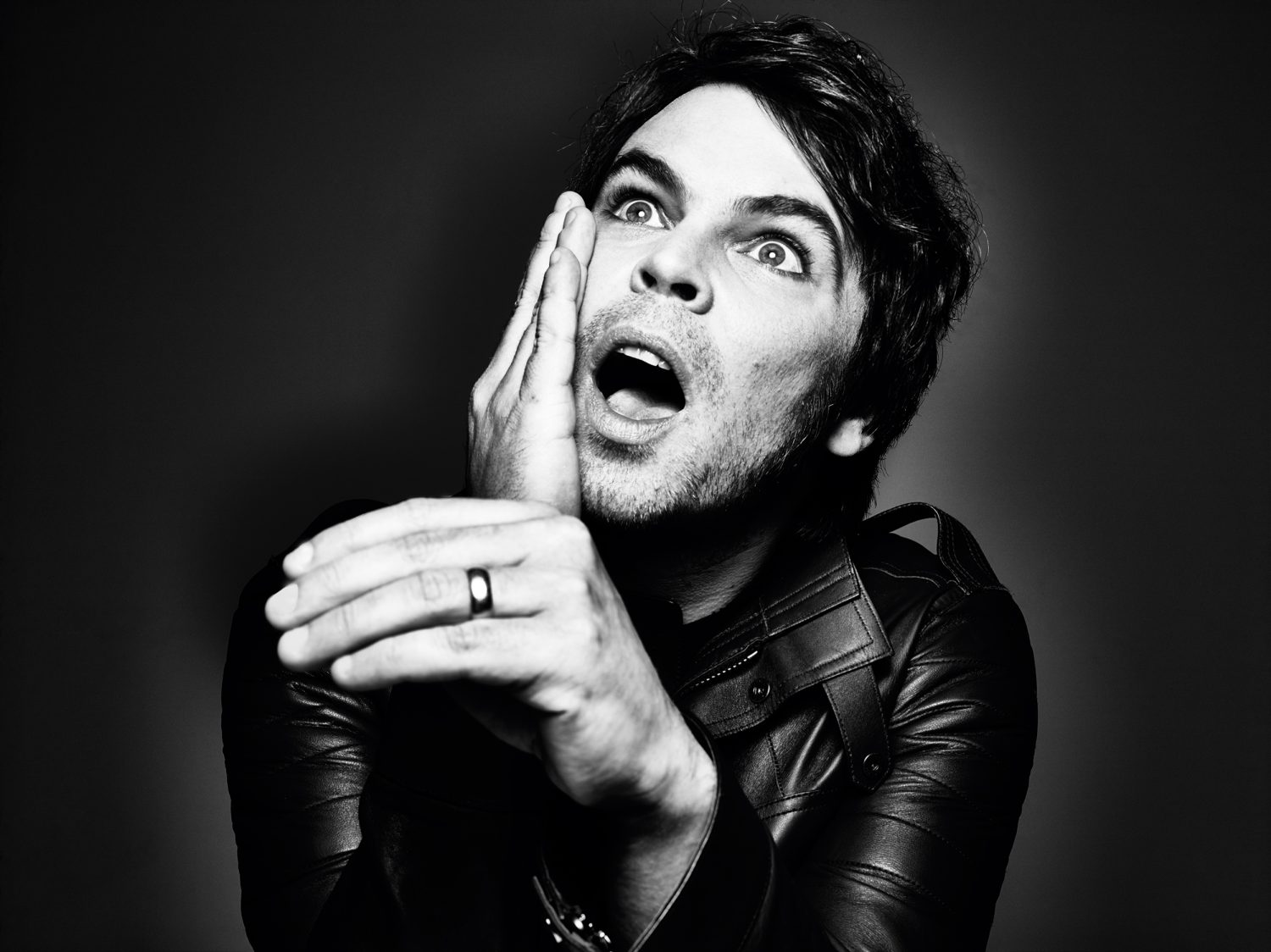 "Supergrass's Gaz Coombes Covers David Bowie's ""Five Years"" on New Podcast"
