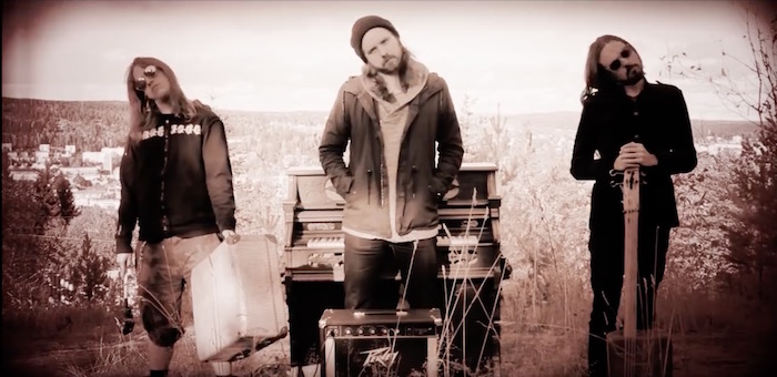 A Suitcase and Gasoline-Can Bass Make for a Truly Bizarre Mountaintop Tom Waits Cover