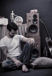 Israeli Singer Jozzef Gives Nick Drake's