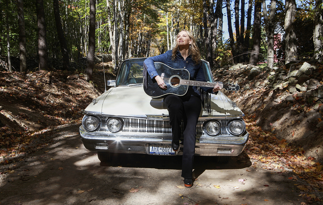 "Joan Osborne Covers ""Tangled Up in Blue"" on Bob Dylan Tribute Album"