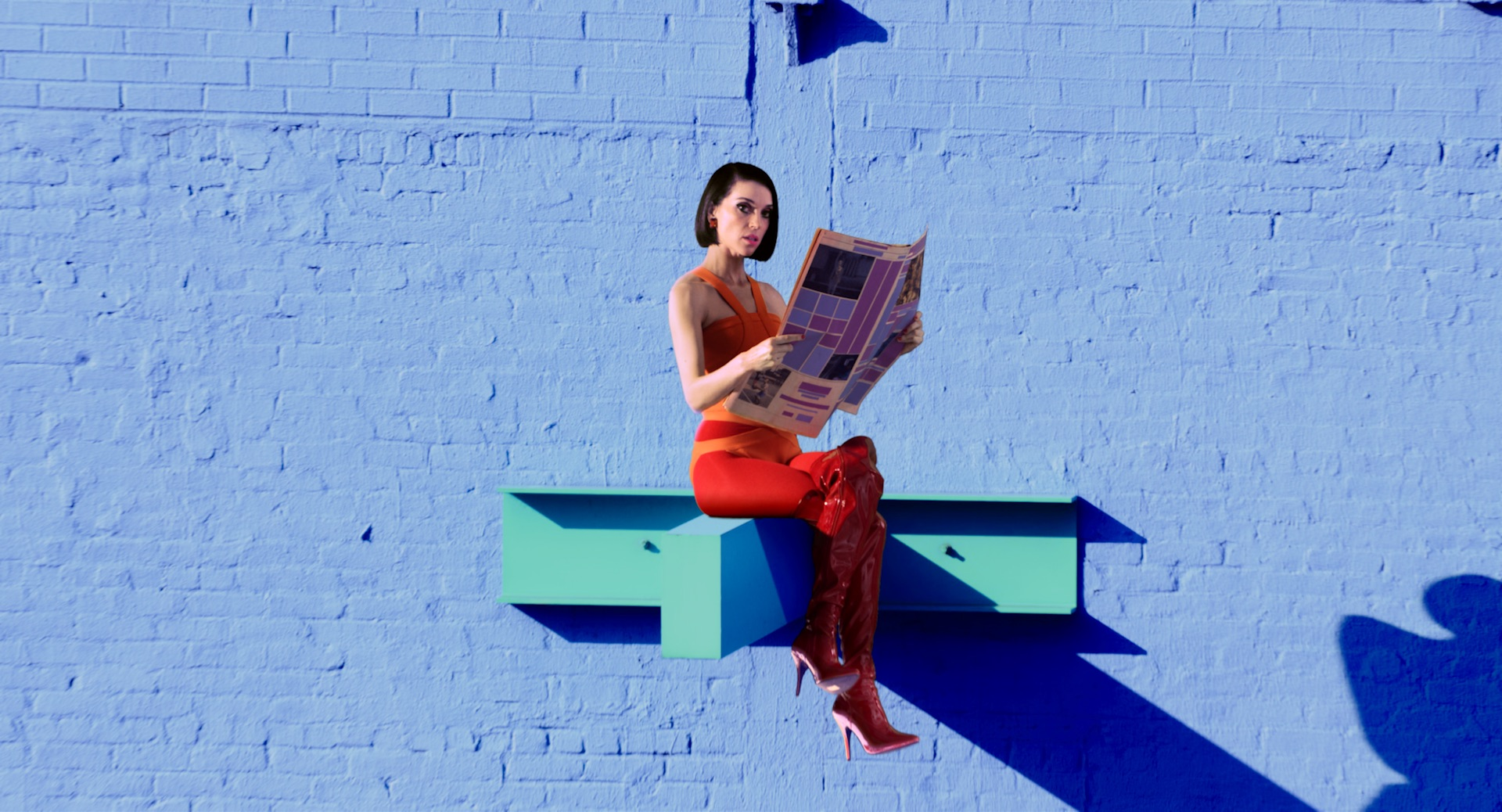 "St. Vincent Gives Texas-Sized Tribute To Patsy Cline with ""Crazy"""