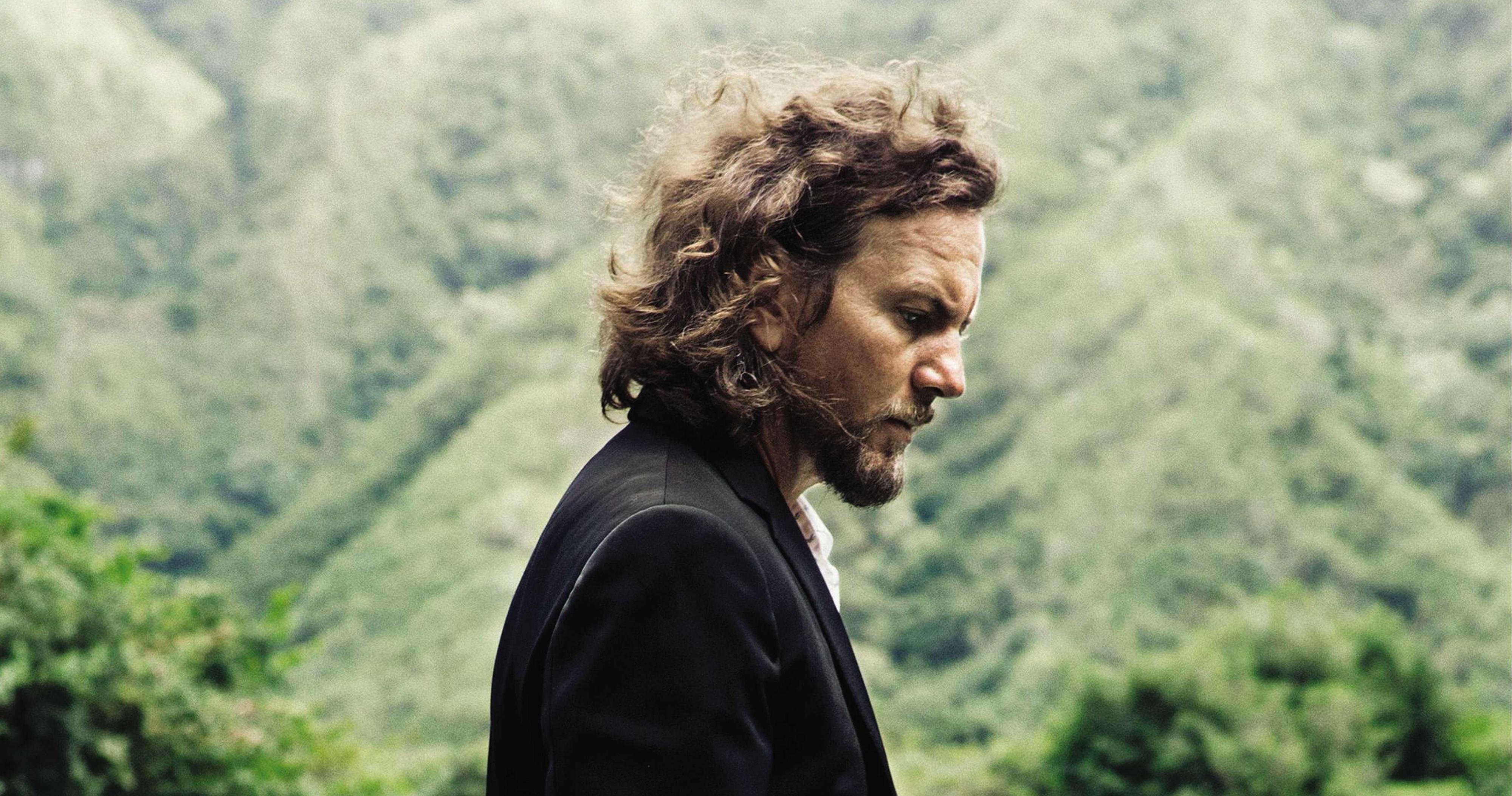 Eddie Vedder Covers Warren Zevon at Letterman's Prize Ceremony