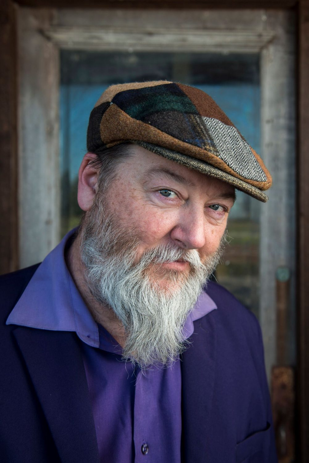 "Shinyribs Covers Queen's ""Fat Bottomed Girls"" in Gorgeous Solo Film"