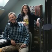 """Robbie Fulks and Linda Gail Lewis Cover Don Gibson's """"Who Cares"""""""