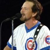 "Pearl Jam Covers Bowie's ""Rebel Rebel"" in Chicago"