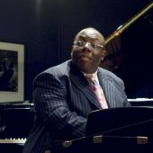 "Jazz Pianist Cyrus Chestnut Brings Fireworks to ""Smoke on the Water"" Cover"