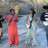 """Banjo Supergroup Our Native Daughters Pay Tribute To John Henry's Long-Overlooked Spouse on """"Polly Ann's Hammer"""""""