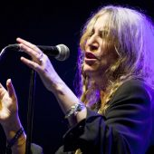 "Watch Patti Smith Cover Midnight Oil's ""Beds Are Burning"" Live"