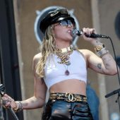 Miley Cyrus Debuts Metallica Cover During Star-Studded Glastonbury Set