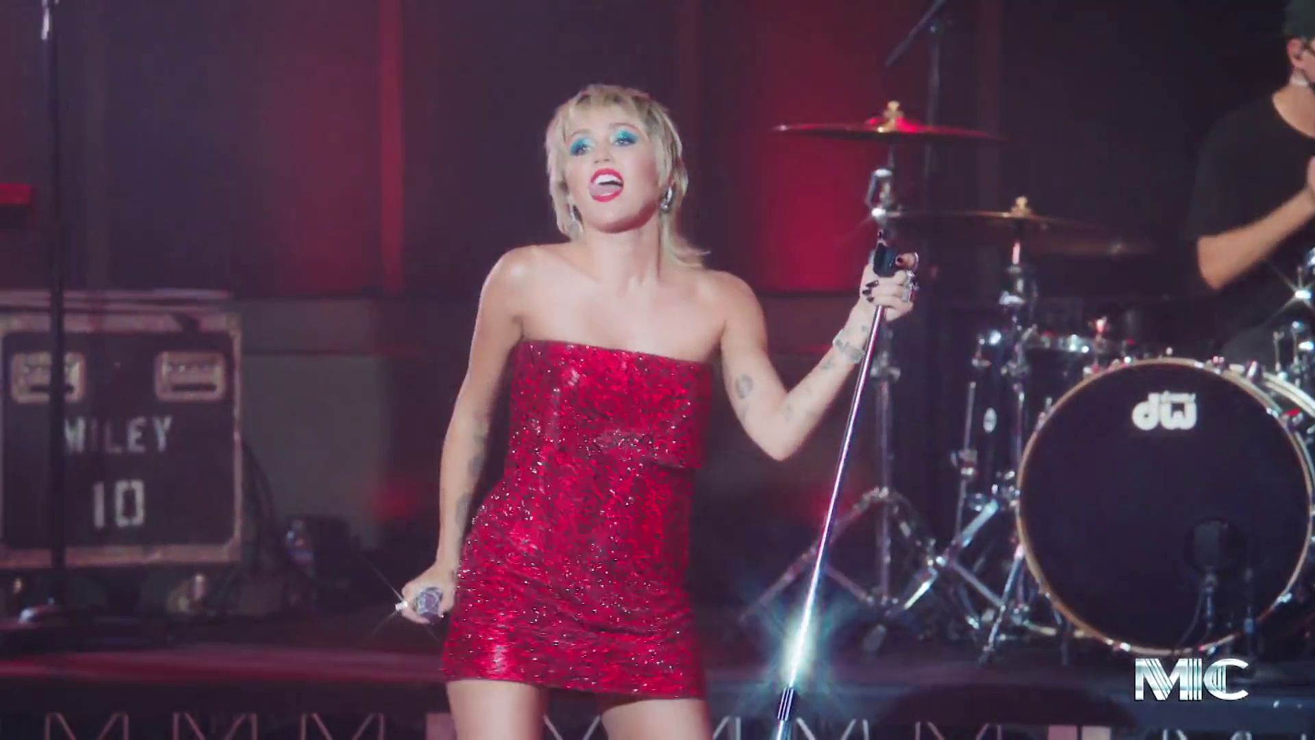 Miley Cyrus Affirms Her '80s Frontwoman Persona with Hall & Oates and Blondie Covers