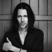 "Myles Kennedy Covers Iron Maiden's ""The Trooper"" Acoustically"