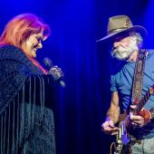"""Just Like Jack & Jill"": Wynonna Judd and Bob Weir Recreate the Dead's ""Ramble on Rose"""
