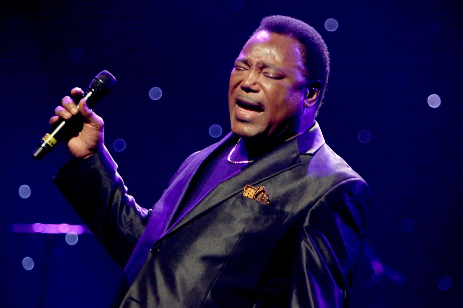 """George Benson Revisits Donny Hathaway's """"The Ghetto"""" on New Live Album"""