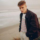 Sam Fender Covers Lindisfarne for 2020's Depressing Holiday Season